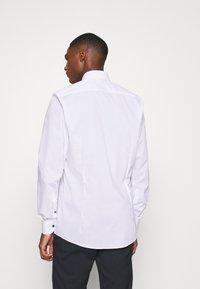 OLYMP - OLYMP LEVEL 5 BODY FIT  - Camicia elegante - weiss - 2