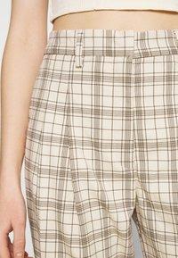 Monki - TYRA TROUSERS - Trousers - mini grid - 5