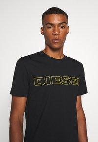 Diesel - JAKE - T-shirt con stampa - black/yellow - 4