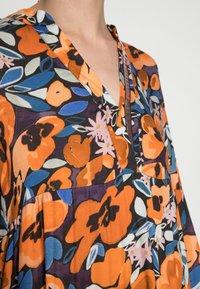 Emily van den Bergh - Day dress - black orange - 4