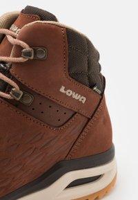 Lowa - LOCARNO GTX - Zapatillas de senderismo - mahogany - 5