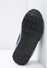 Nike Sportswear - MD RUNNER  - Zapatillas - cool grey/black/max orange/white - 4