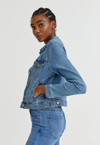 PULL&BEAR - Veste en jean - light blue - 3