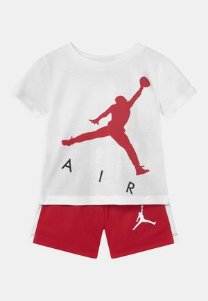 JUMPING BIG AIR SET UNISEX - T-shirt z nadrukiem - gym red