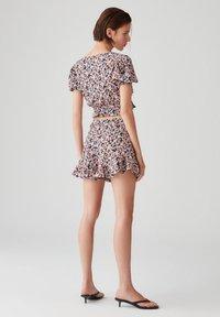 PULL&BEAR - PRINT UND VOLANTS - Shorts - purple - 3