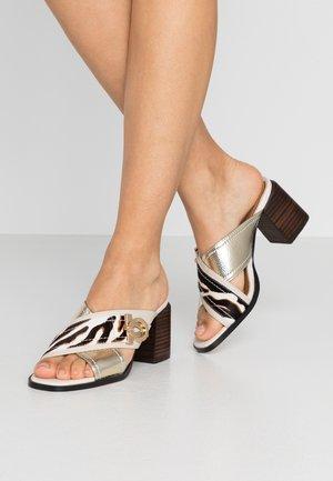 Pantofle na podpatku - white