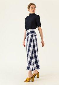 IVY & OAK - Maxi skirt - navy blue - 4