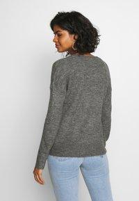 JDY - JDYTEA TREATS V-NECK - Sweter - dark grey melange - 2