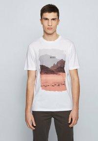 BOSS - TSUMMERY - T-shirt imprimé - natural - 0
