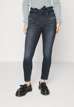 ONLHUSH LIFE MID PAPERBAG - Jeans Skinny Fit - blue black denim