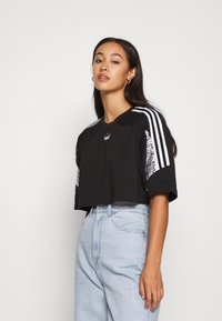 adidas Originals - CROPPED TEE - T-shirt imprimé - black - 0