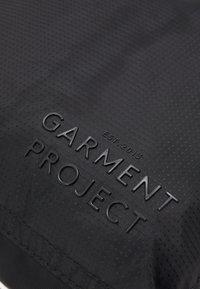 GARMENT PROJECT - POCKET TRAVEL BAG - Velká kabelka - black - 3