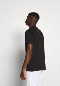 Tommy Jeans - SMALL CENTERED LOGO TEE - Print T-shirt - black - 2