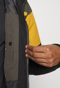 Brunotti - KENNETH MENS JACKET - Snowboard jacket - black - 7