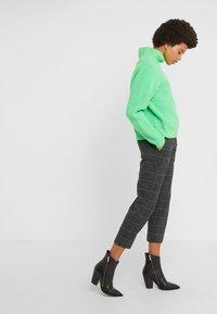 DRYKORN - BEGIN - Trousers - grau - 3