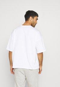 NU-IN - OVERSIZED CREW NECK - T-paita - white - 2