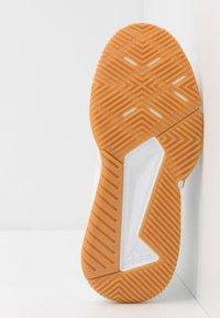 adidas Performance - COURT TEAM BOUNCE - Käsipallokengät - footwear white/silver metallic - 4
