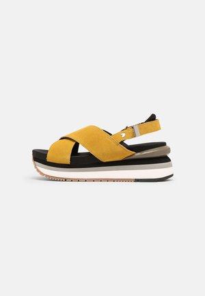 Sandály na platformě - amarillo