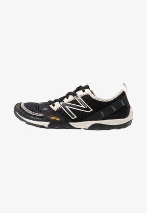 MINIMUS - Zapatillas running neutras - black