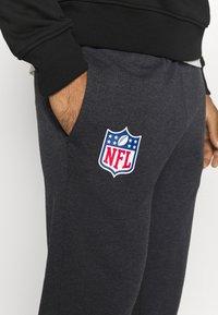 New Era - NFL HEATHER JOGGER - Tracksuit bottoms - black - 4