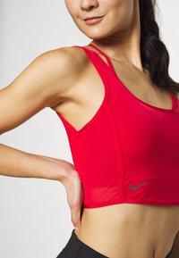 Nike Performance - CITY TRAIN - Top - university red/reflect black - 4