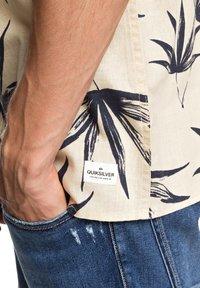 Quiksilver - DELI PALM - Shirt - parchment deli palm - 4