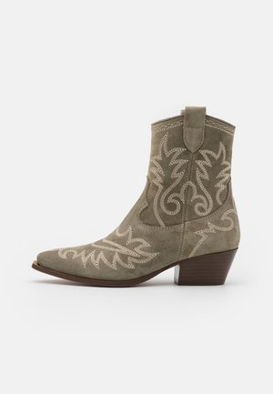 TEJANA - Cowboy/biker ankle boot - army