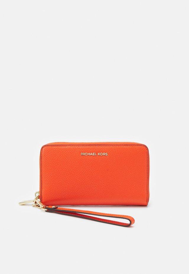 JET FLAT CASE - Wallet - clementine