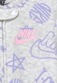 Nike Sportswear - FOOTED COVERALL UNISEX - Kruippakje - birch heather - 2