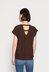 TOM TAILOR DENIM - V NECK  - Print T-shirt - blue brown stripe - 2