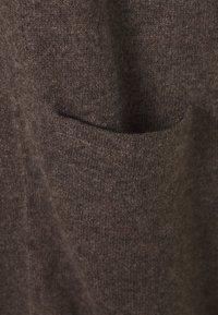 Davida Cashmere - POCKET LONG - Neuletakki - dark brown - 2
