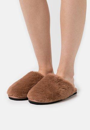LITTLE FLUFFY CLOUDS - Pantoffels - tan