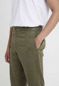 GTA - DAVIDE - Trousers - olive - 5