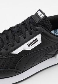 Puma - FUTURE RIDER CONTRAST UNISEX - Tenisky - black/white - 5