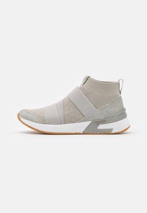 ALEXIA - Sneakersy wysokie - gris