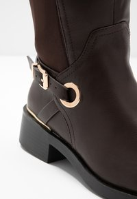 Dorothy Perkins Wide Fit - WIDE FIT KIKKA FORMAL RIDING BOOT - Bottes - choc - 2