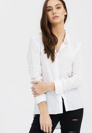 VOKUHILA-STYLE - Button-down blouse - white