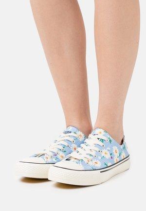 Sneakers basse - baby blau