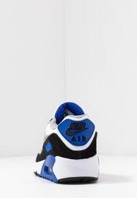 Nike Sportswear - AIR MAX 90 UNISEX - Sneakers basse - white/particle grey/light smoke grey/hyper royal - 4