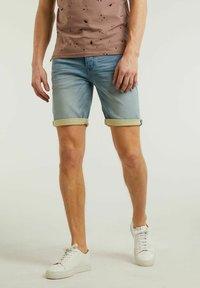 CHASIN' - ROWLAND - Denim shorts - blue - 0