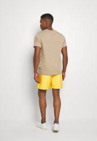 Nike Sportswear - FLOW - Shorts - opti yellow/white - 2