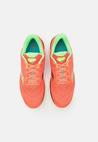 Saucony - TRIUMPH 18 - Neutral running shoes - mutant - 3