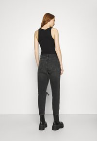 Topshop - WASHED BLACK SEOUL RIP MOM - Džíny Relaxed Fit - washed black - 2