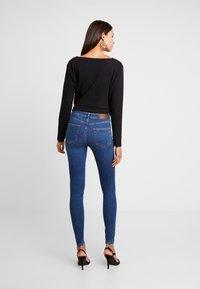 Pieces - PCDELLY - Jeans Skinny Fit - medium blue denim - 2