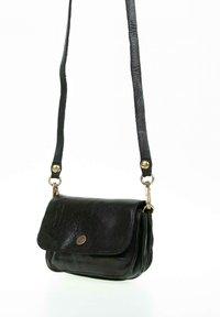Campomaggi - Across body bag - black - 2