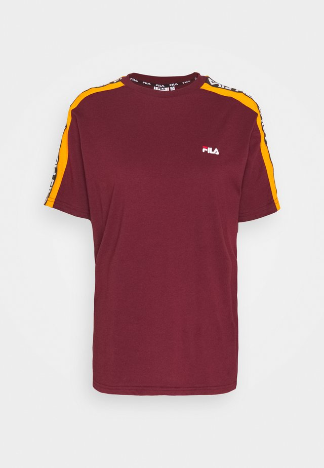 TANDY TEE - Print T-shirt - tawny port/orange popsicle
