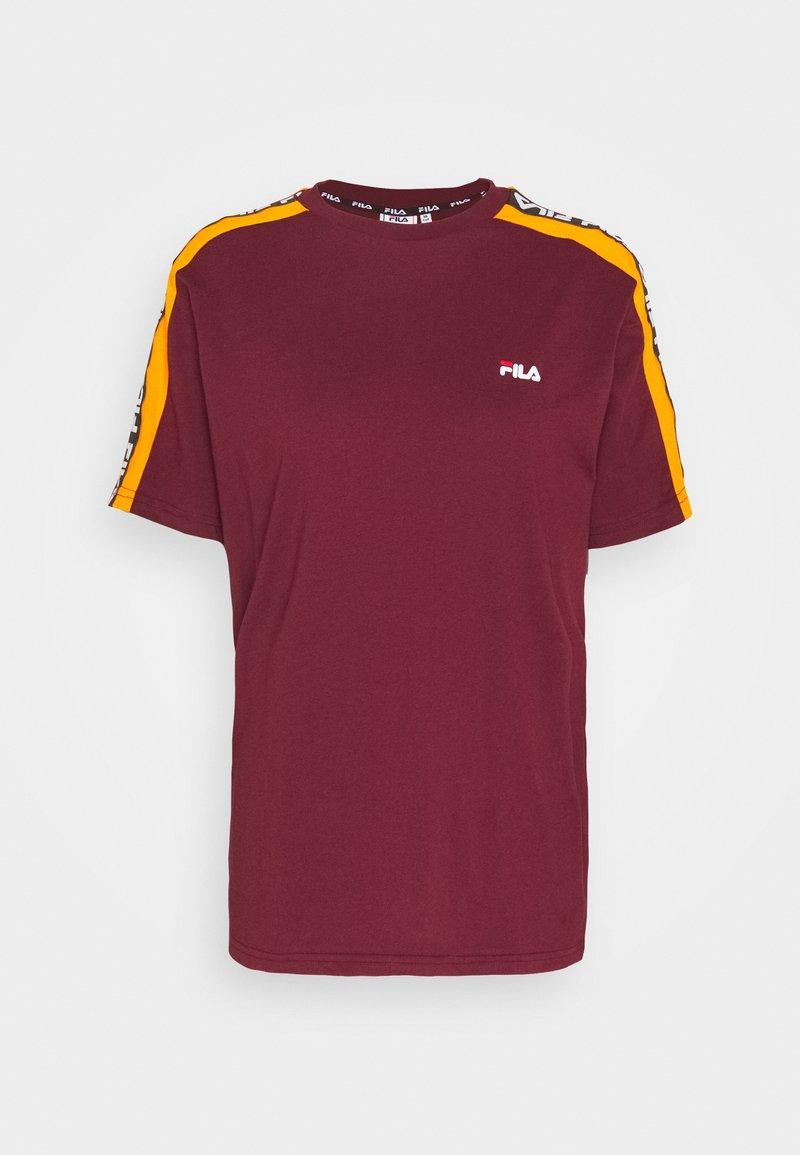 Fila Tall - TANDY TEE - Print T-shirt - tawny port/orange popsicle