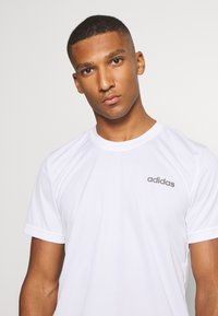 adidas Performance - TRAINING SPORTS SHORT SLEEVE TEE - Camiseta básica - white/black - 3