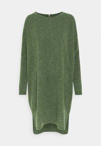 Vero Moda - VMAMAIMARCO O NECK DRESS - Strikket kjole - black forest melange - 0