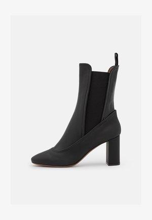 STRETCH - Kotníkové boty - black